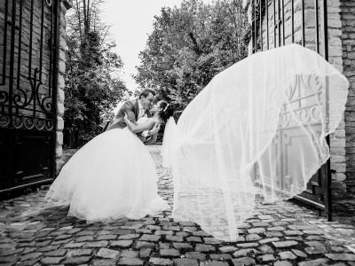 _006_WEDDING_PHOTOGRAPHER_FLYING_VEIL